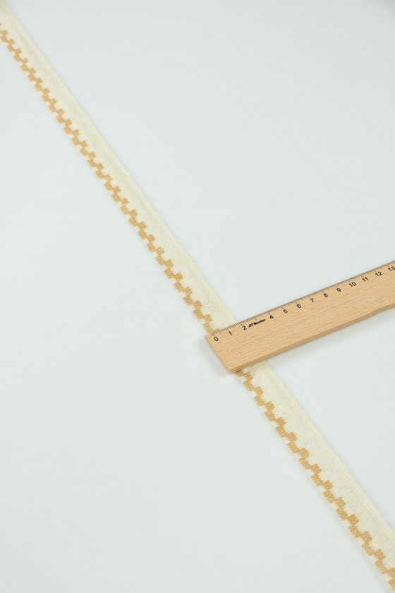 Wool tape with frill