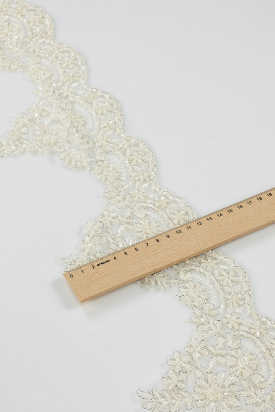 Lace tape with beads