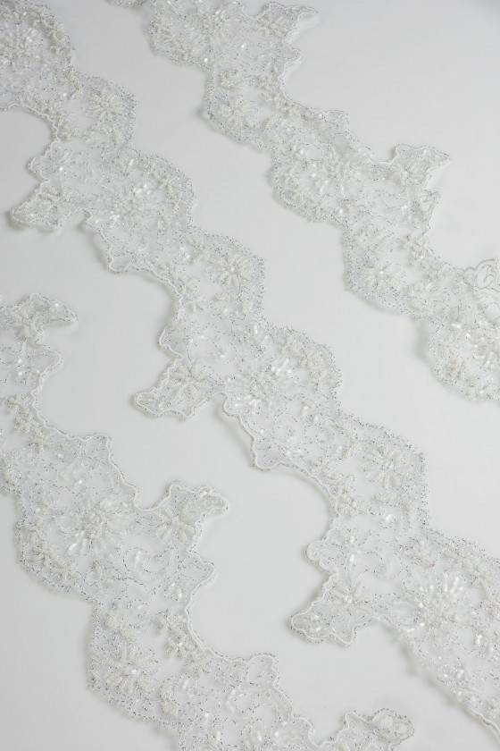 Lace tape with beads white