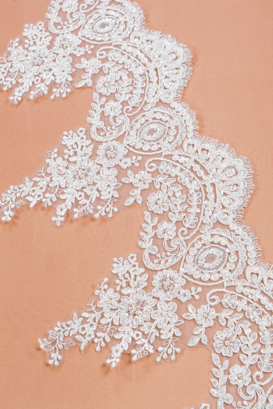 Lace tape richly decorated...