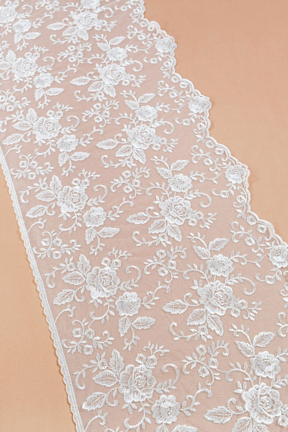 Wide lace tape