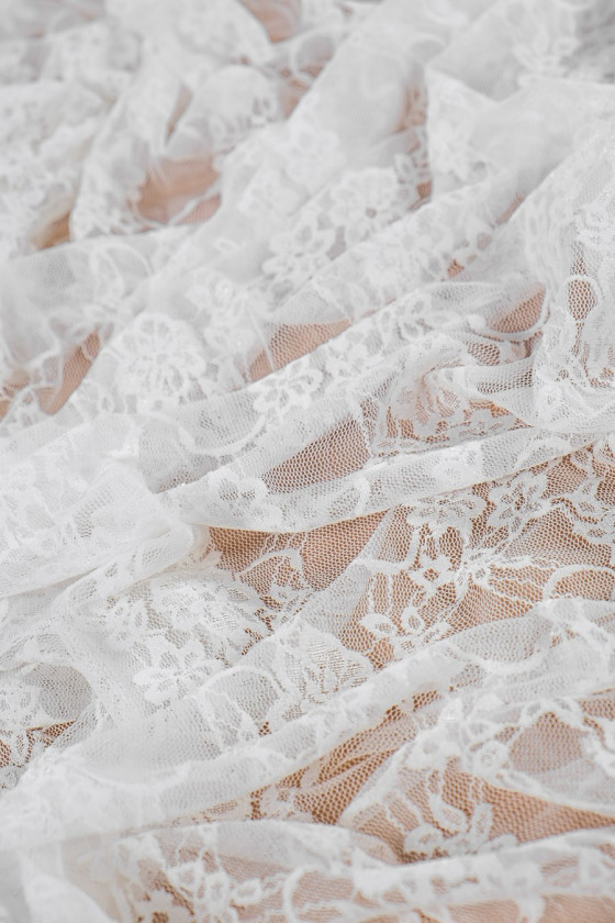 Elastic lace with guipiure