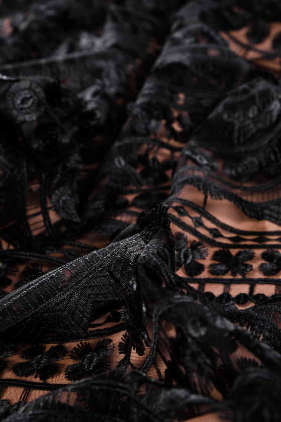 Lace with tassels - black