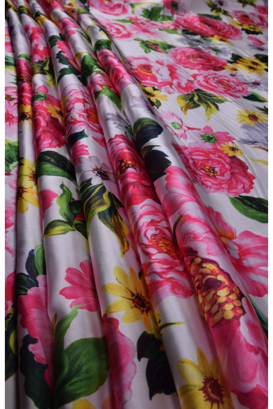 Polyester satin in flowers