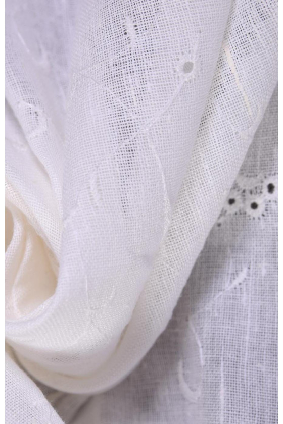 Linen embroidered with ecru flowers